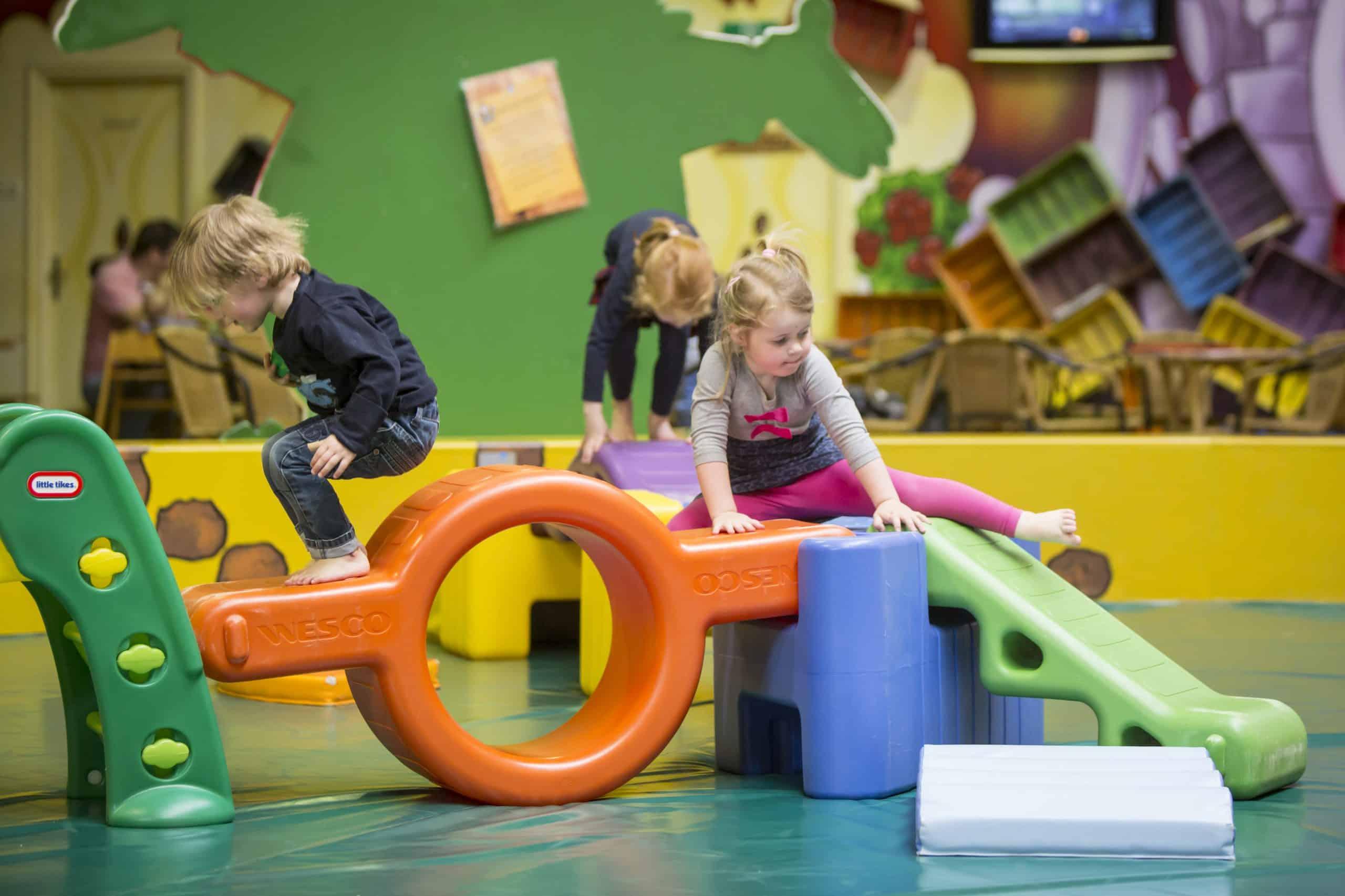 Holle Bolle Boom binnen kinderen spelen