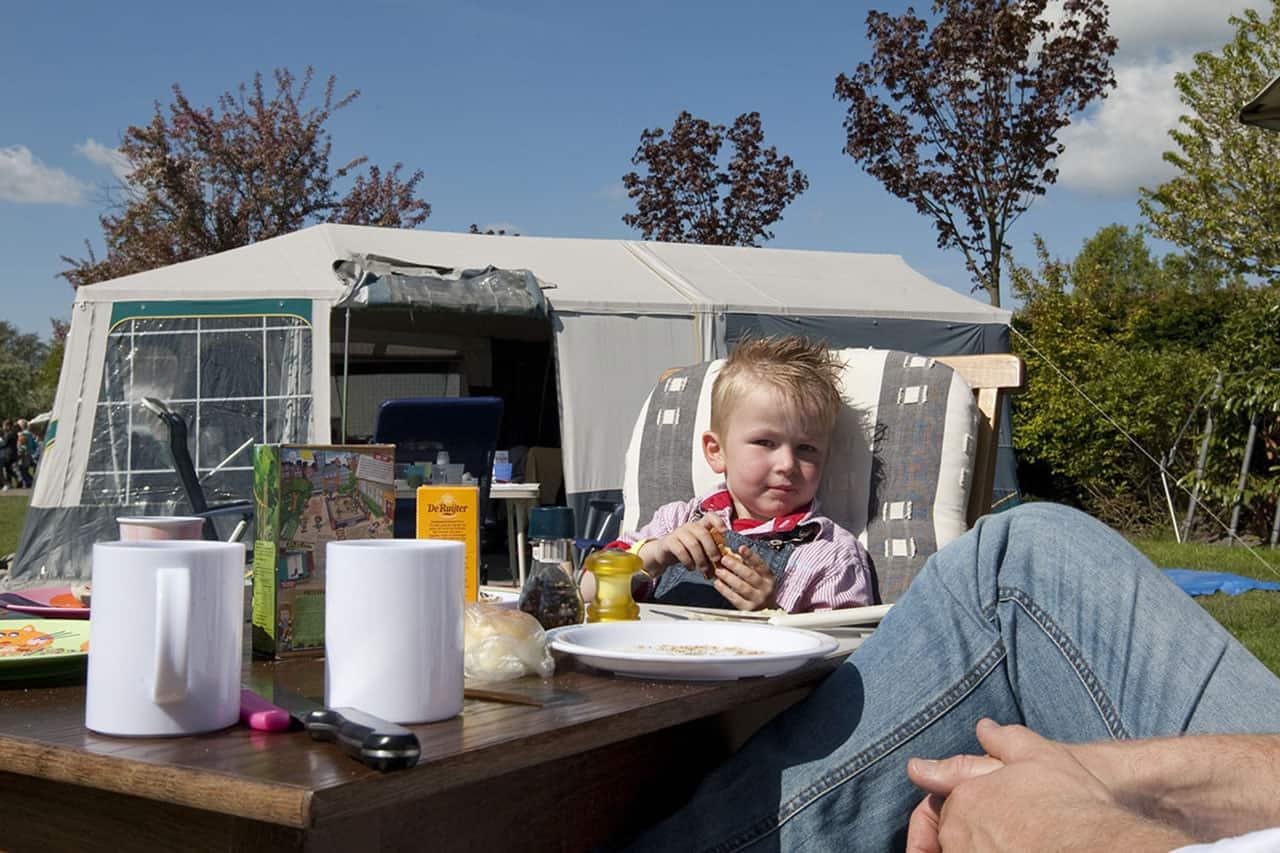 Ontbijten bij de tent